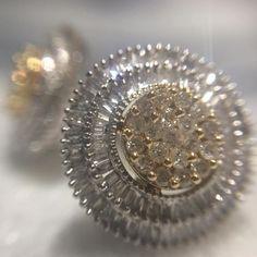Brinco Clássico com Brilhantes e baguettes em ouro branco e amarelo! #classicjewelry #earring