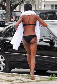 Get. Into. Naomi's. Beach. Body