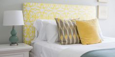 amarelo no quarto de dormir Curtains, Home Decor, Vibrant Colors, Couple Room, Yellow, Ideas, Interiors, Houses, Blinds