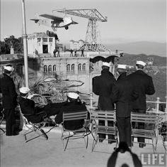 Sisena flota a Barcelona. Parc d'Atraccions del Tibidabo. Foto de N R Farbman. Gener de 1952. LIFE.