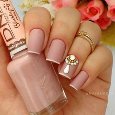 That photograph (unhas decoradas com joias nailart nude nail art photos of unhas Nude Nails, Glitter Nails, Acrylic Nails, Fancy Nails, Pretty Nails, Dimond Nails, Hair And Nails, My Nails, Nail Art Photos