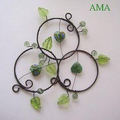 ,,KOLEČKA PRO ŠTĚSTÍ...ZELENÁ,, Wire Wreath, Wire Crafts, Beads And Wire, Wire Art, Suncatchers, Beading, Crochet Earrings, Projects To Try, Wreaths