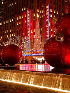 Loved going to the Radio City Music Hall for the Christmas Spectacular when I was growing up.and I am old enough to remember waiting in long lines eating hot chestnuts to warm up (and keep your hands warm too) Merry Christmas, Christmas Lights, Christmas Time, Holiday Lights, White Christmas, Photographie New York, New York City Christmas, Christmas Spectacular, I Love Nyc