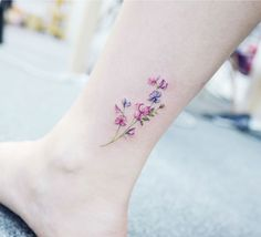 Tatuajes Adorables de la flor - Adorable flower tattoo in ankle - Rizog.com