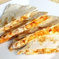We love the taste of buffalo chicken, especially when it's surrounded by cheese and dipped in ranch. This recipe for Buffalo Chicken Quesadillas is a man-friendly or football recipe that is so simple to make, even a caveman could do it. I Love Food, Good Food, Yummy Food, Mexican Dishes, Mexican Food Recipes, Food Porn, Chicken Quesadillas, Cooking Recipes, Healthy Recipes