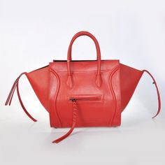 f86263793e27 The authenticity of this vintage Céline Phantom Medium handbag is  guaranteed by LXRandCo. Crafted in leather