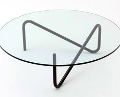 Looking for a coffee table that doesn't need a stack of photo books to get your guests' attention? Then consider Shigeichiro Takeuchi's Tricom for interior brand Commoc.