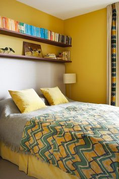 Small bedroom ideas, design and storage from the world's top interior designers. Bedroom ideas for small rooms in modern and period homes. Interior, Bedroom Furnishings, Yellow Bedroom Decor, Bedroom Interior, Living Room Wall, Small Room Bedroom, Interior Design, Interior Design Bedroom, Warm Bedroom