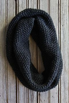 This collection of easy knitting patterns are perfect for beginner knitters. Like this Garter Stitch Cowl. Get the free knitting pattern today. Easy Knitting, Loom Knitting, Knitting Stitches, Knitting Patterns Free, Knitting For Beginners, Scarf Patterns, Knitting Machine, Free Cowl Knitting Patterns, Finger Knitting
