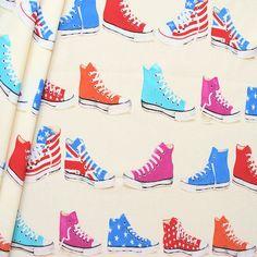 Nicht nur für Kinder  Toller  Sneaker-Stoff - genau das der richtige   d96e5c5ff5