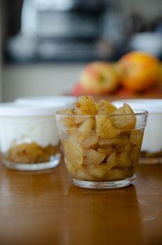 Faça em casa este docinho saudável que combina bem com iogurte natural. Uma compota de maçã sem açúcar, econômica e muito simples, só 3 ingredientes. Snack Recipes, Snacks, Ariana, Cereal, Chips, Pudding, Breakfast, Desserts, Food