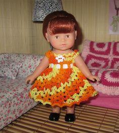 Robe au crochet pour une poupée mini corolline
