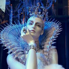 ❄A MidWinter's Night's Dream❄ Ice Queen ( window display).By Artist Unknown. Headdress, Headpiece, Ice Queen Costume, Foto Fantasy, Fantasy Costumes, Fairy Costumes, Fantasy Makeup, Fantasy Hair, Theatre Costumes