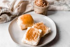 This easy Copycat Texas Roadhouse Rolls recipe smeared with Cinnamon Honey Butter is just like the restaurant's, and is melt-in-your-mouth delicious! Bread Machine Recipes, Bread Recipes, Baking Recipes, Texas Roadhouse Rolls, Mango, Biscuit Bread, Avocado Salat, Bread Bun, Bread Rolls