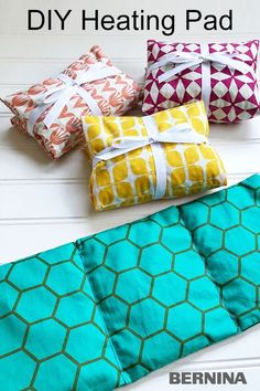 Sewing Projects Discover Handmade Heating Pad Learn how to sew a handmade heating/cooling pad with fat quarters beans and your sewing machine. Small Sewing Projects, Sewing Projects For Beginners, Sewing Hacks, Sewing Tutorials, Sewing Tips, Makeup Bag Tutorials, Sewing Machine Projects, Sewing Basics, Sewing Patterns Free
