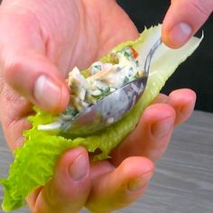 Mit Hähnchen, Bacon und Tomaten gefüllter Salat Salad filled with chicken, bacon and tomato Ingredie Tasty Videos, Food Videos, Easy Cookie Recipes, Mexican Food Recipes, Comida Keto, Cooking Recipes, Healthy Recipes, Oven Cooking, Cooking Utensils