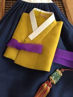 Korean Street Fashion, Korea Fashion, Japan Fashion, India Fashion, Girl Fashion, Fashion Tips, Korean Traditional Dress, Traditional Dresses, Korean Hanbok