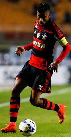 Flamengo In This Photo: Leo Moura Leo Moura of Flamengo in action during the match between Palmeiras e Flamengo for the Brazilian Series A 2014 at Pacaembu stadium on September 17, 2014 in Sao Paulo, Brazil.