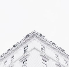 White, aesthetic, and building image. Rainbow Aesthetic, Aesthetic Colors, Aesthetic Photo, White Feed, Black And White Aesthetic, Shades Of White, Architecture, Monochrome, Grunge