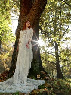 Dru-vid   ¤ Guardian of the oaks ¤  (c) Arto Löfgren photography   #celtic #fairy #druid #druvid #oaks #oakforest #guardianoftheoaks #whitedress #autumnleaves