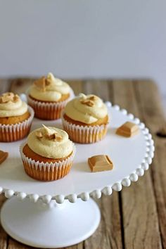Small batch Caramilk Cupcakes are the perfect way to enjoy that highly sought after Caramilk chocolate without sacrificing the whole bar - the recipe only makes 5 perfect Caramilk Cupcakes! Cupcake Recipes, Cupcake Cakes, Dessert Recipes, Dessert Ideas, Baking Recipes, Mini Cakes, Baking Ideas, Keto Recipes, Salted Chocolate