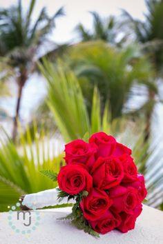 » Cozumel Palace Wedding | Mexico Wedding Photographer | Bouquet | Red Roses