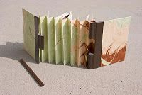 A step-by-step of a combination between a flag/accordian and a piano hinge book (Tutorial)