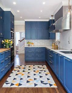 Navy Blue Kitchen Cabinets, Aluminum Kitchen Cabinets, Aluminium Kitchen, Kitchen Cabinets Decor, Kitchen Cabinet Colors, Cabinet Decor, Kitchen Colors, Small Galley Kitchens, Galley Style Kitchen