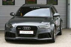 Audi RS6 C7 Der eigentliche volle Namen lautet wie folgt: Audi RS6 4,0 TFSI quattro; und schon der lässt nicht auf sich warten, wenn sein Biturbo-Achtzylinder entsprechend motiviert wird. 560 PS und ein Drehmoment von 700 Nm stehen für einen unwiderstehlichen Vortrieb.  Read more: http://www.geniales-tuning.de/mtm-leistungspaket-fr-den-audi-rs6-c7.html#ixzz2kplem8X6 Follow us: @Martin Enzenhoefer on Twitter | genialestuning on Facebook