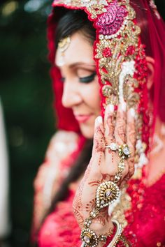 This wedding? It will seriously take your breath away. No, I am not being hyperbolic... for a brief moment, you will not be able to breathe. Why you ask? Well, because this is the kind of wedding that infuses breathtaking cultural traditions with rich, colorful details and sooo many heartwarming moments, youll just feel HAPPY.…