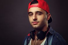 Edo - Young man posing in the studio with headphones around the neck