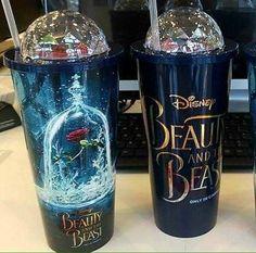 Only for true Disney fans! Copo Starbucks, Disney Starbucks, Starbucks Tumbler, Starbucks Drinks, Disney Tassen, Disney Cups, Cute Water Bottles, Glass Coffee Mugs, Cute Cups