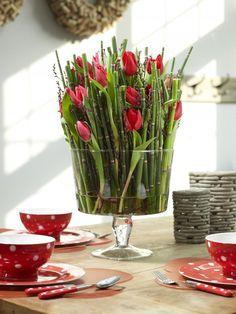 bloemstukje maken met rozen als decoratie van de tafel bloemstukjes herfst najaar zelf goedkoop. Black Bedroom Furniture Sets. Home Design Ideas