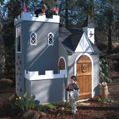 middle-century-castle-luxury-outdoor-playhouse.jpg (720×720)
