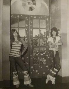 Marijke en Simon in the  hall of the Geary theatre.