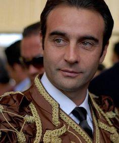 Enrique Ponce, la ùltima vez que le vi en la Maestranza, cortó  dos orejas y saliò por la Puerta del Principe