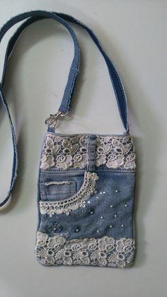 Denim bag with applications - 2019 - Denim Diy - Denim And Lace, Blue Denim, Blue Jean Purses, Denim Handbags, Denim Crafts, Jean Crafts, Jeans Bleu, Denim Purse, Boho Bags