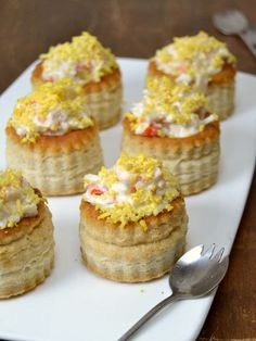 Volovanes de marisco - Quack Tutorial and Ideas Vol Au Vent, My Favorite Food, Favorite Recipes, My Recipes, Cooking Recipes, British Baking, Xmas Food, Food Humor, Easy Cooking