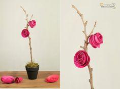 Me encantan las flores decorativas. ¿A ti también? Si buscabas ideas para un nuevo proyecto, debes recordar que en LasManualidades te hemos enseñado un montón de ideas para hacer flores artificiales; las flores de fomi y las flores con botellas de plástico son algunas de ellas. En