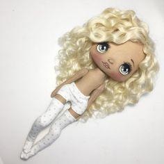 А мы тут одеваемся☺️#кукла #куколка #куклаолли #текстильнаякукла #ручнаяработа #авторскаякукла #авторскаяиабота #роспись #ручнаяроспись #doll #dolls #art #artdoll #textille
