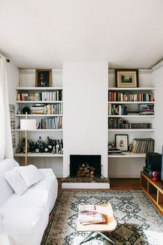 bookshelves & a fireplace = ultimate cozy (but stylish) living room