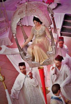 marrokaanse trouw familie van de vrouw draagt haar hetzelfde met de man