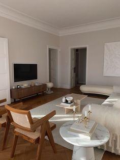 Apartment Interior, Room Interior, Home Interior Design, Home Living Room, Living Room Decor, Bedroom Decor, Master Bedroom, Wall Decor, Dream Home Design