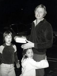 Анджелина Джоли с отцом Джоном Войтом и братом Джеймсом