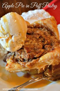 If you enjoy Apple Pie and Apple Crumble, this Apple Pie Crumble in an Individual Puff Pastry recipe is the best of both desserts. Apple Desserts, Apple Recipes, Fall Recipes, Delicious Desserts, Fall Desserts, Mini Desserts, Desert Recipes, Sweet Recipes, Yummy Food