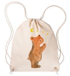 """Sportbeutel Verliebter Bär aus Baumwolle  Natur - Das Original von Mr. & Mrs. Panda.  Dieser wunderschöne Sportbeutel von Mr. & Mrs. Panda ist aus 100% ökologischer Baumwolle gefertigt. Er wird von uns Im Hause mit zertifizierten Farben liebevoll bedruckt. Er hat die Maße 38x42cm und ist natürlich problemlos bei 30 Grad waschbar.     Über unser Motiv Verliebter Bär  Unser Bär aus der """"Berry Times""""-Kollektion ist ganz verliebt.    Verwendete Materialien  Diese Tragetasche wird auf…"""