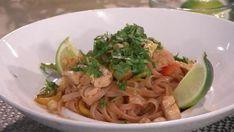 Pad Thaï au poulet | Salut Bonjour Gluten, Ethnic Recipes, Food, Rice Noodles, Healthy Meals, Poultry, Essen, Meals, Yemek