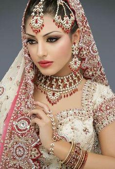 Traditional Indian Wedding makeup. Beautiful glamour-girl-makeup ...