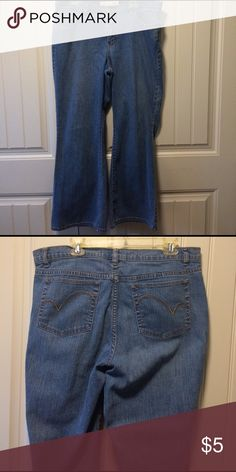🌟Bundle Item🌟Venezia 18 Average Stretch Flare Must bundle with three or more items to receive bundle price. Previously enjoyed. Good used condition. Venezia Jeans Flare & Wide Leg