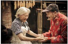 連れ添って81年! 初めて結婚写真を撮った老夫婦 / おじいちゃん「妻はとてもきれい」おばあちゃんは感激して涙